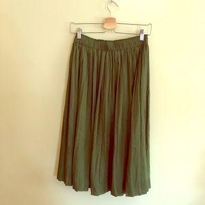 Pleated midi skirt Gap